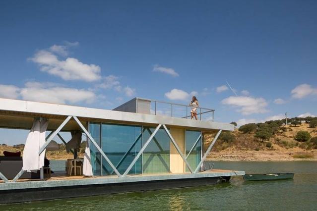 Suda Yüzen ve Güneş Enerjisiyle Kendine Yetebilen Floatwing Adlı Tasarım