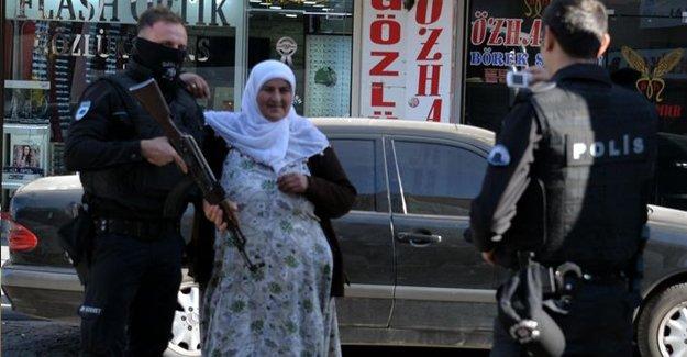 Diyarbakır'da polislerle hatıra fotoğrafı