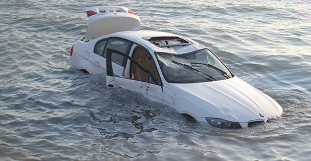 Emniyet kemeri çözülmeyince 1 metre suda boğuldu