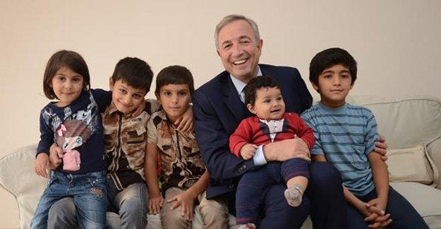 Hamdi Akın 6 evini mültecilere açtı