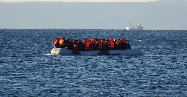 Ege'de Kaçakları Taşıyan Bot Battı