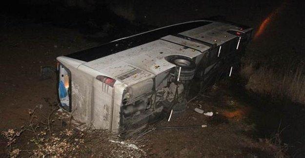 Göçmenleri Taşıyan Otobüsle Otomobil Çarpıştı 4 Ölü
