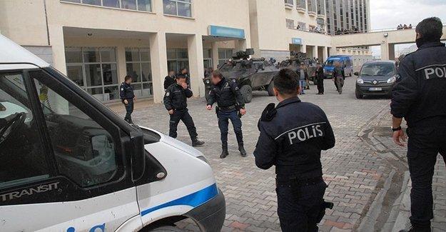 İki PKK'lı Teslim Oldu