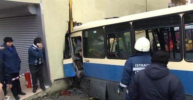 İstanbul'da Minibüs Kazası 1 Ölü Çok Sayıda Yaralı Var