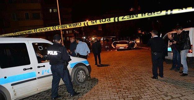 İzmir'de Polis Aracı Kaza Yaparak Devrildi