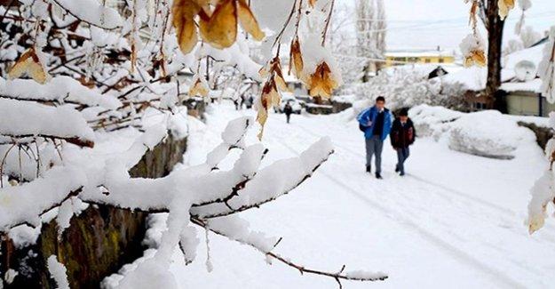 Kar Yağışı Nedeniyle Van'da Eğitime Ara Verildi