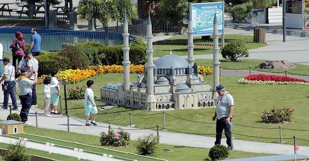 Miniatürk'e Yoğun Ziyaretçi Akını Yaşandı