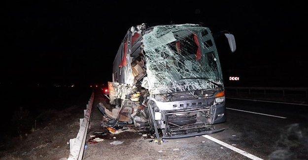 Otobüsle TIR Çarpıştı: 14 Yaralı