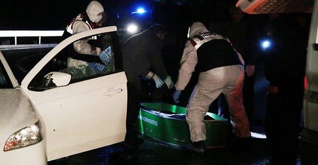 Otomobile Yaylım Ateşi: Açıldı 2 Şahıs Yaşamını Yitirdi