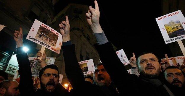 Rusya'nın Türkmenlere Saldırısını Protesto Ettiler