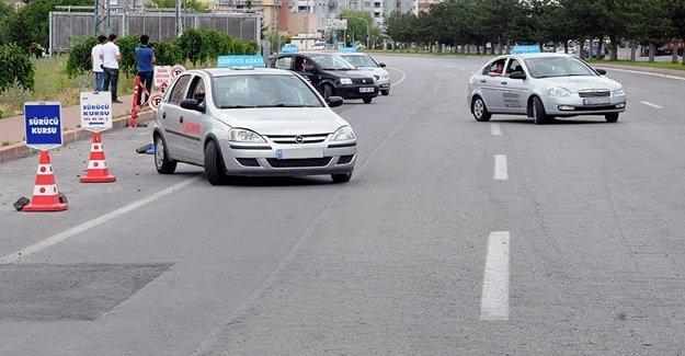 Stajyer Sürücüler 'Trafik Adabı' İle Yola Çıkacak