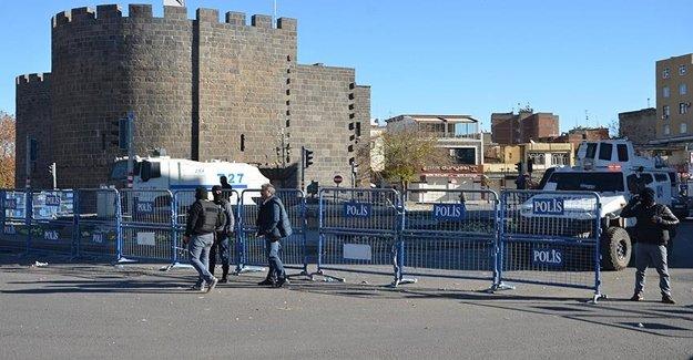 Sur'da Bir Sokakta Yasak Geçici Kalktı