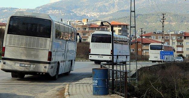 Suriyeli Aileler Türkiye'ye Giriş Yapıyor