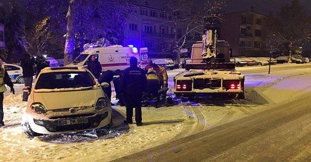 Sürücü Otomobilden Camı Kırılarak Çıkarıldı