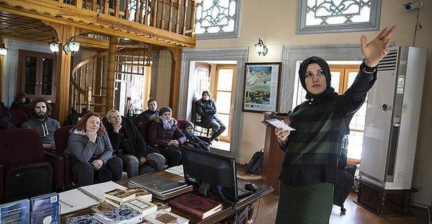 Turistlere İslam Öğretiliyor