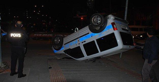 Adana'da Polis Arabası Takla Attı