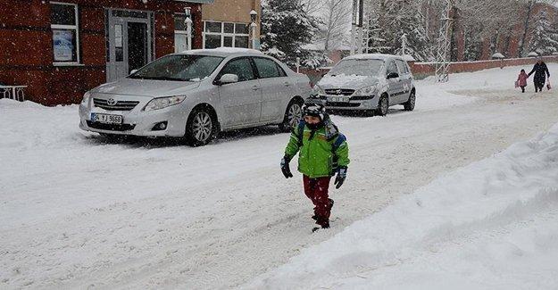 Bayburt'ta Yoğun Kar Eğitimi Aksattı