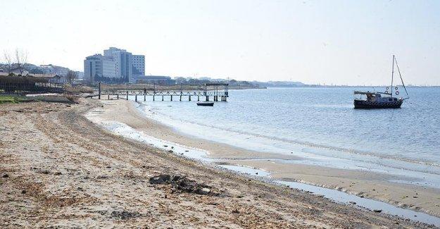 Çanakkale'de Deniz Suyu 15 Metre Çekildi
