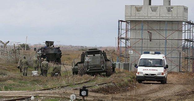 DAEŞ Sınırdaki Askerlere Saldırdı