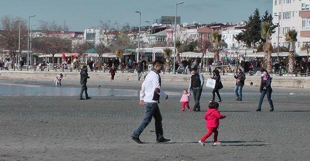 Deniz Çekildi Silivri'ye Ziyaretçi Aktı