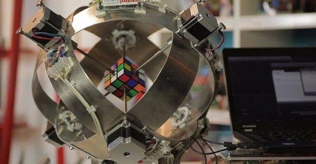 Rubik Küpünü 1 Saniyede Çözüyor!