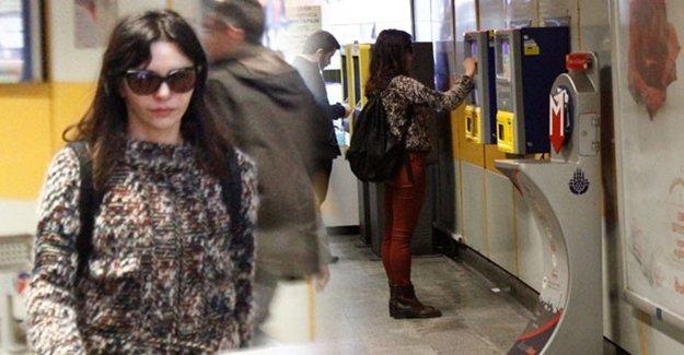 Ünlü Oyuncu Metroda