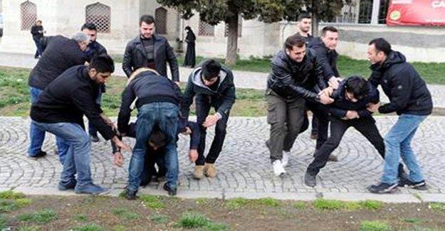 Beyazıt Meydanı'nda Gözaltı