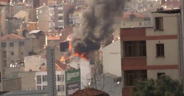 İstanbul'da Yangın: İki Bina Alev Alev
