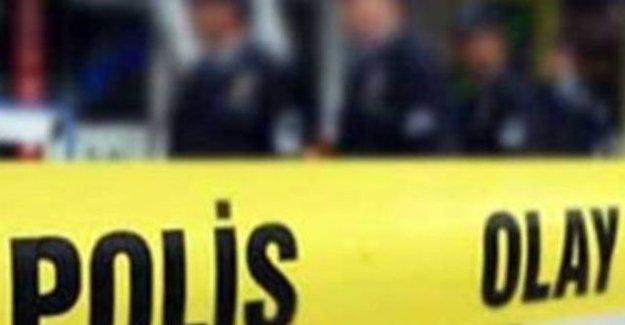 AK Parti'nin Aracına Kurşun İsabet Etti