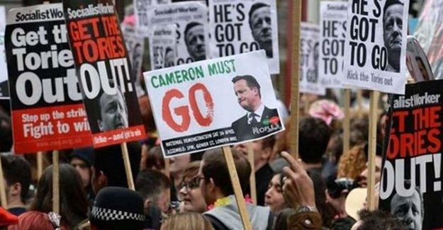 İngiltere'de Binlerce Kişi Başbakan Cameron'ı Protesto Etti