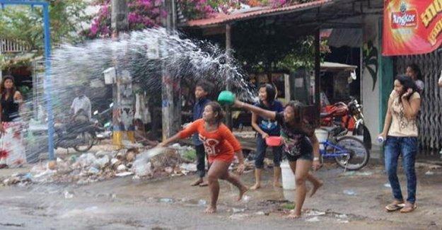 Tayland'da Kanlı Su Bayramı: 181 Ölü