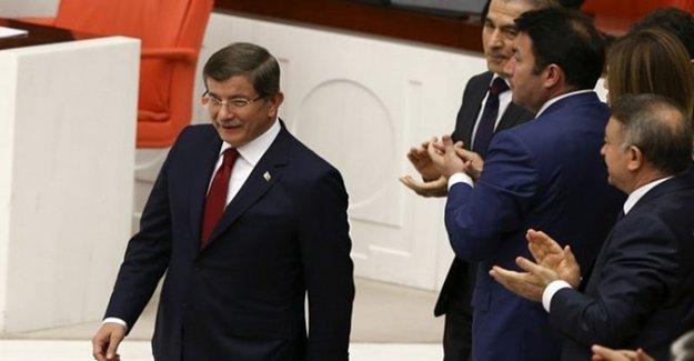Davutoğlu TBMM'de AK Parti Sıralarına Oturdu