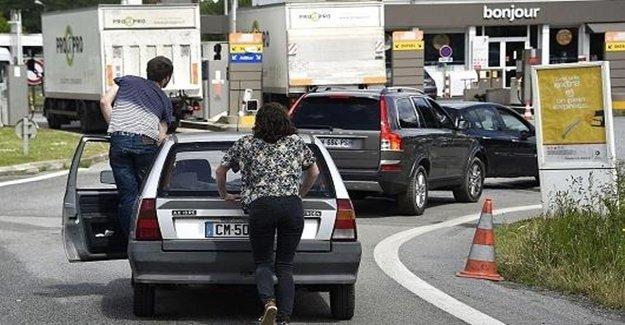 Fransa'da Benzin Sıkıntısı Başladı
