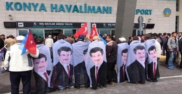 Hemşerileri Ahmet Davutoğlu İçin Havalimanına Koştu