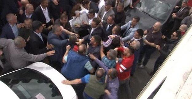MHP'de Kurultay İçin Gelenler Arasında Yumruklu Kavga