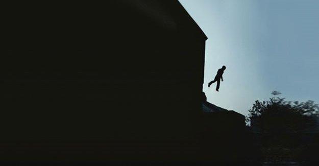 4. Kattan Düşen Çocuğu Havada Yakaladı