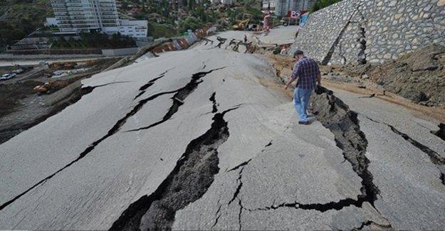 Ankara'da Çöken Yola Belediyeden Açıklama Geldi