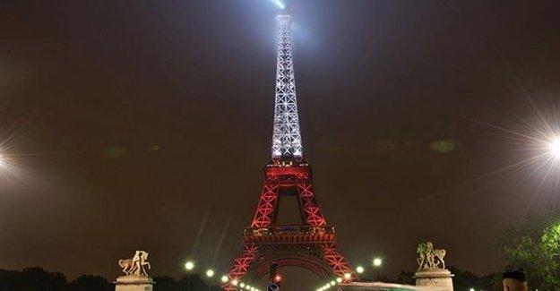 Eyfel Kulesi Kırmızı Beyaz'a Büründü!
