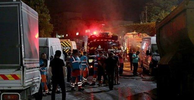 İstanbul'da Yüzleri Maskeli Kişiler Araçları Ateşe Verdi