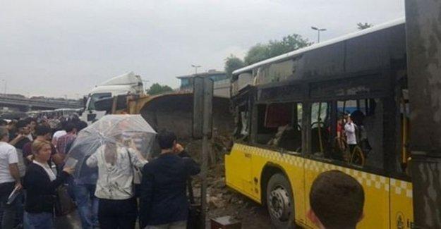 İstanbul'da Feci Metrobüs Kazası