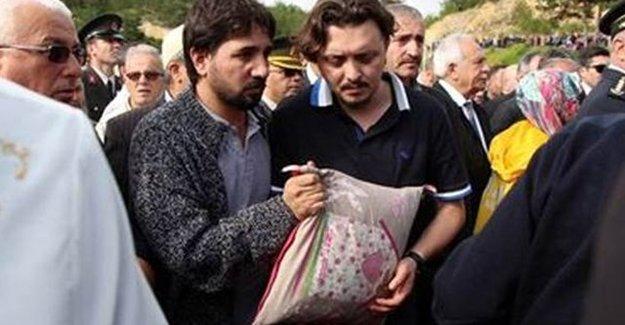 Şehit Kadın Polis Yastığıyla Birlikte Gömüldü