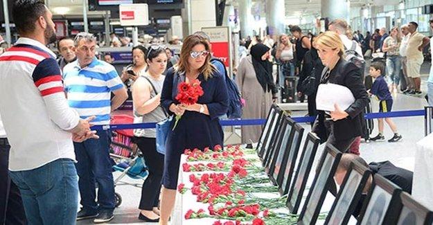 Sibel Can Atatürk Havalimanı'nda Gözyaşlarını Tutamadı!