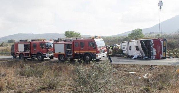 Yolcu Otobüsü Devrildi: 16 Ölü