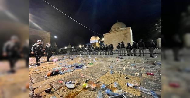 İsrail polisi, Mescid-i Aksa'ya saldırdı