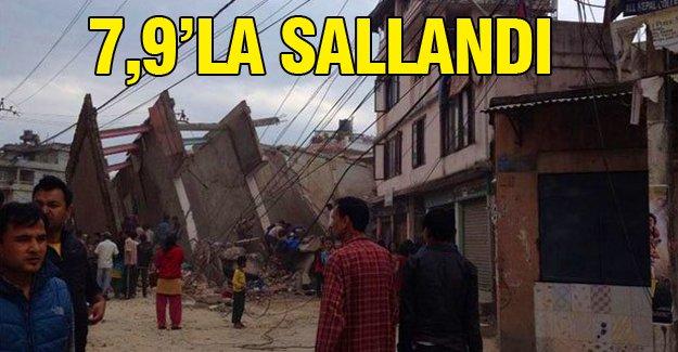 7,9 büyüklüğündeki depremle sallandı