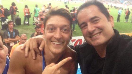 Acun ile Mesut Özil'in şampiyonluk kutlaması