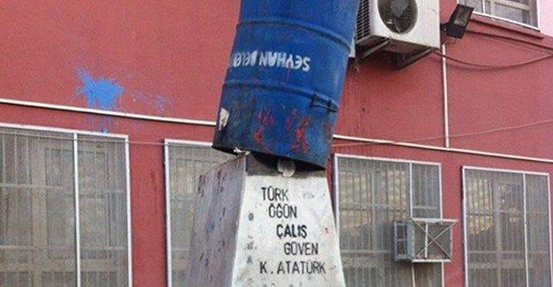 Adana'da Atatürk büstüne büyük saygısızlık!