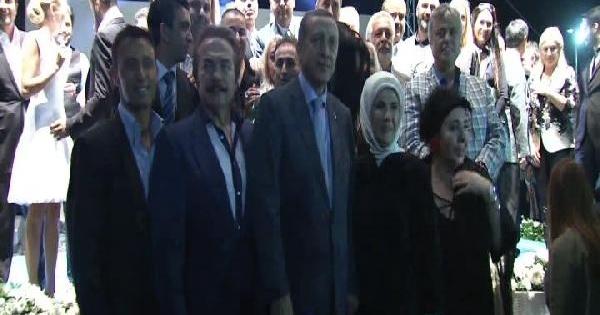 Ak Parti İstanbul İl Teşkilatı'nın İftarinda Yıldız Yağmuru