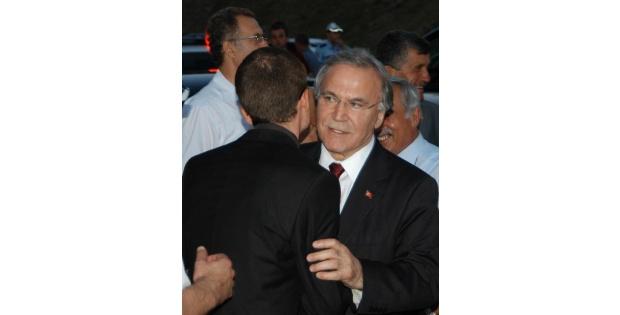 Ak Parti'li Şahin: Türki'yenin Dinlendiği İddialarin Üzerine Ciddiyetle Gitmek Gerekir