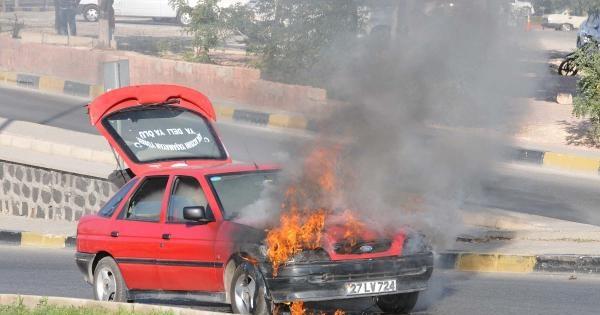 Alev Alan Lpg'li Otomobil Paniğe Neden Oldu